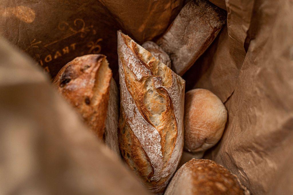 Una borsa di pane da una panetteria che la fornisce come magic box