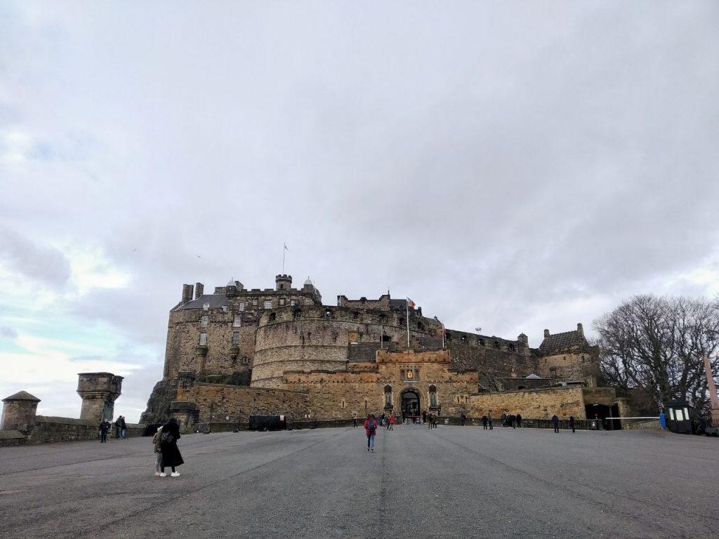Vista del castello di Edimburgo dal piazzale principale.