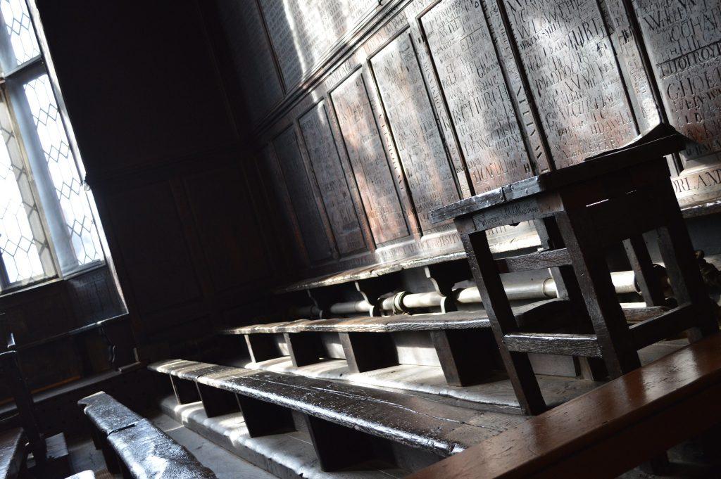 Una delle aule all'Harrot School di Londra usata come aula di Incantesimi in Harry Potter e la Pietra Filosofale.