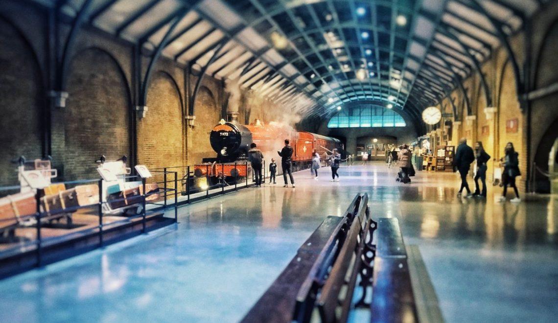 L'espresso per Hogwarts, il treno rosso, al binario 9 e 3/4 ai Warner Bros Studio Tour di Londra.