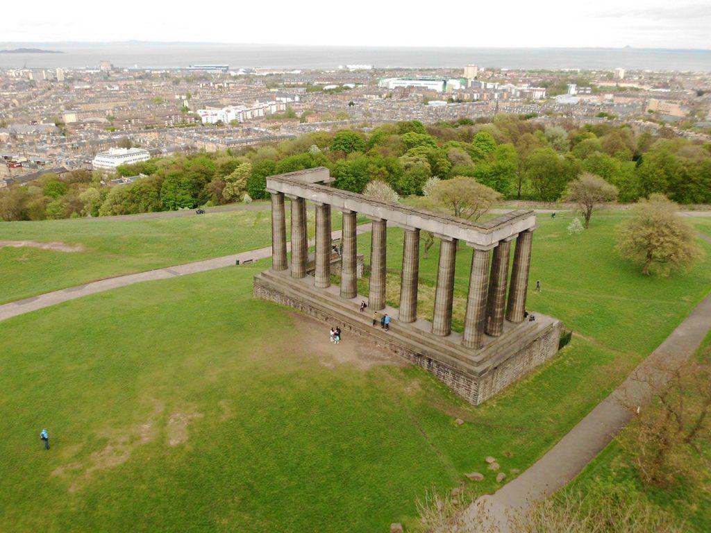 Il National Monument of Scotland sulla cima del Calton Hill