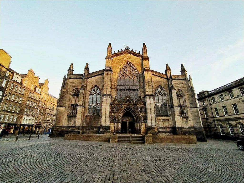 La St Giles Cathedral vista da fuori