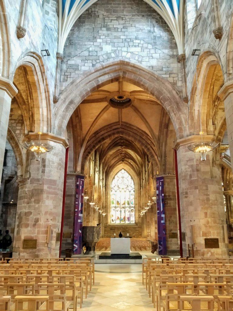 Vista della navata della St Giles Cathedral a Edimburgo