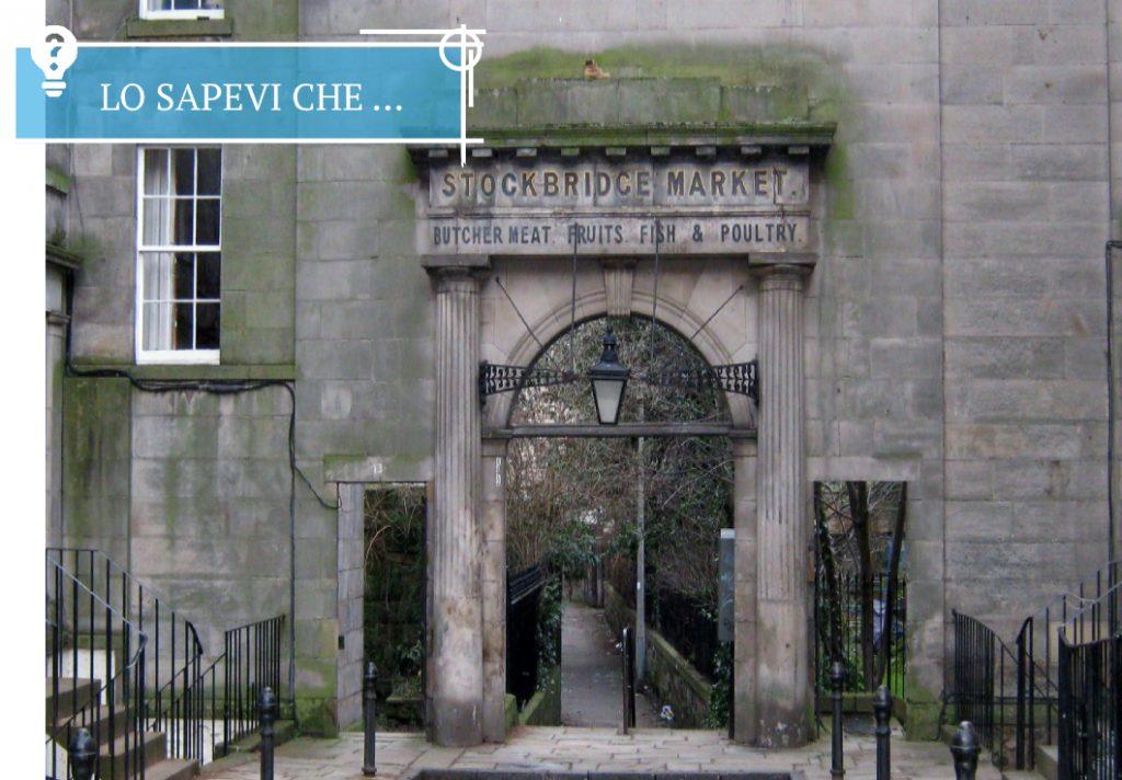 La porta allo Stockbridge Market nel quartiere di Stockbridge a Edimburgo.