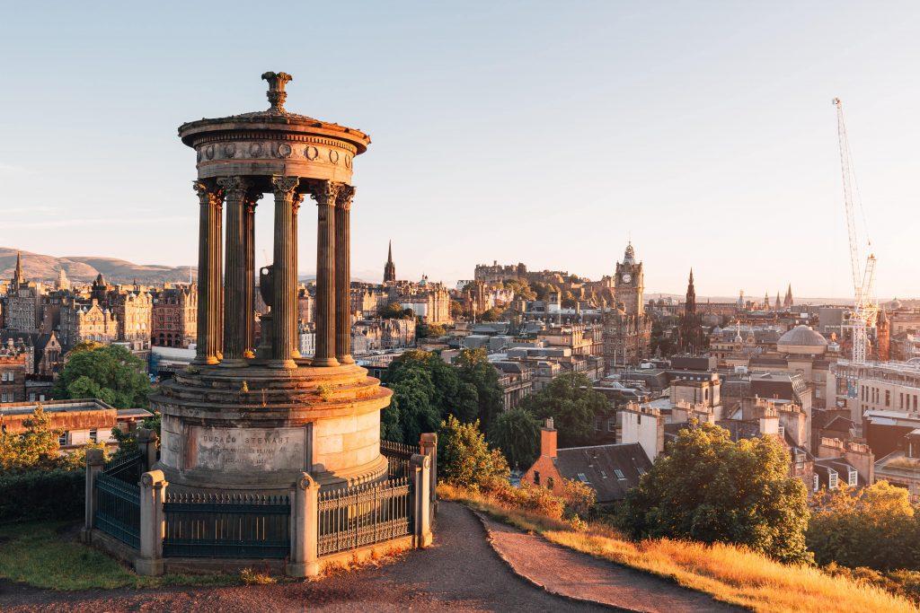 La fantastica vista di Edimburgo al tramonto dal Calton Hill