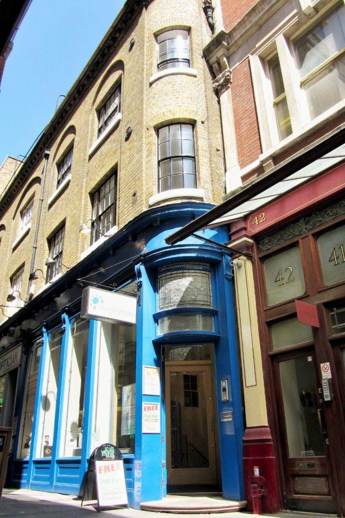 Il negozio che rappresenta l'ingresso del paiolo magico a Londra.