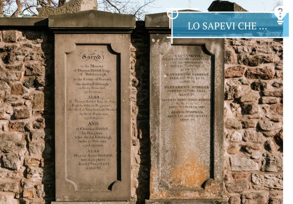 La celeberrima tomba di Tom Riddle al cimitero di Greyfriars Kirkyard.