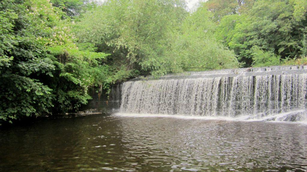 Una delle tante cascate lungo il Water of Leith Walkaway