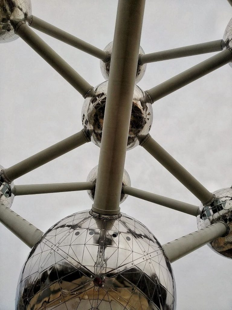 La struttura a palle e tubi dell'Atomium.