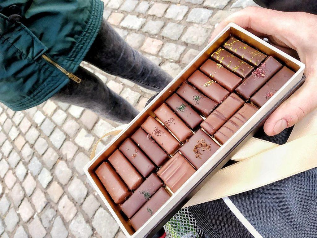 Una sctola di deliziosi cioccolatini presi da Frederic Blondeel a Bruxelles.