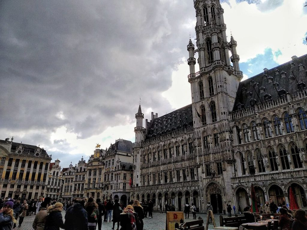 La Grande Place di Bruxelles con i suoi edifici gotici.