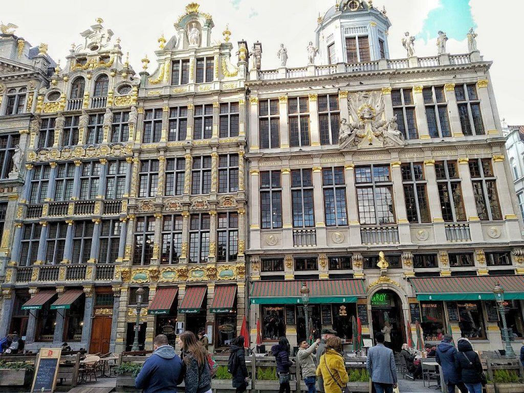 La Grand Place di Bruxelles con i suoi edifici dorati.