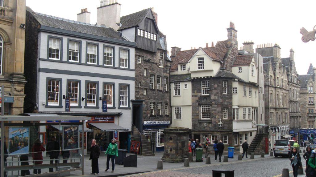 La casa di John Knox, inserita tra gli edici della Old Town sulla Royal Mile.