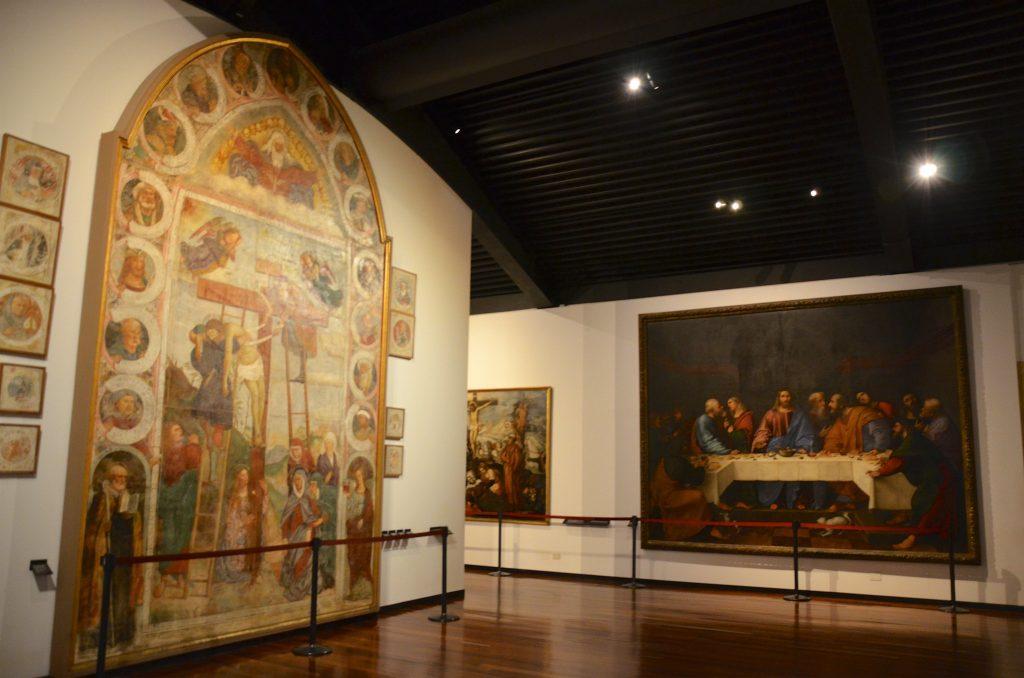 Dipinti religiosi all'interno del Museo degli Eremitani a Padova.