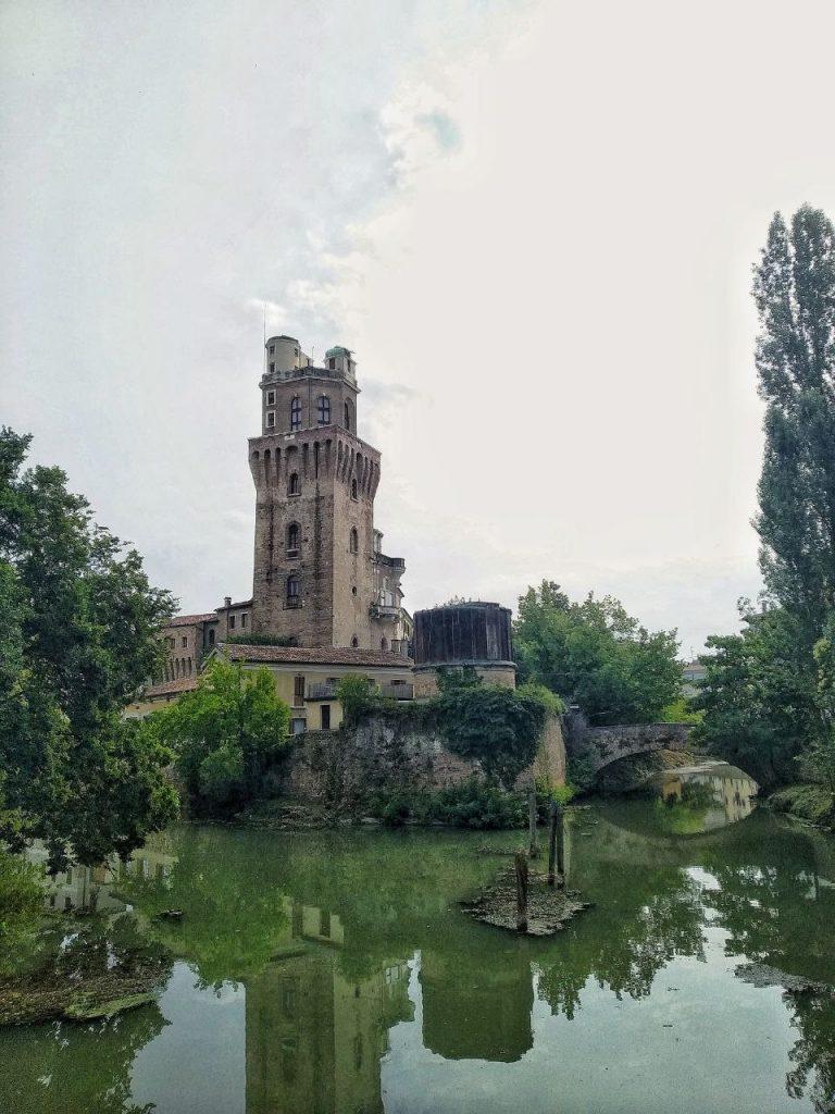 La torre dell'Osservatorio Astronomico della Specola vista dal fiume a Padova.