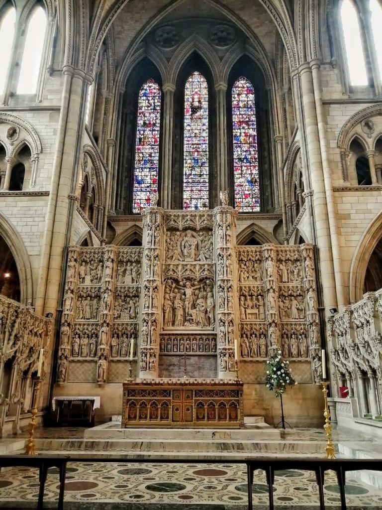 L'altare interno alla Cattedrale di Truro.