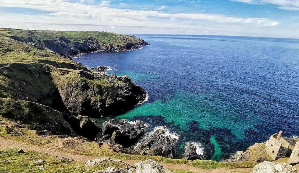 L'oceano atlantico visto dalla costa della Cornovaglia