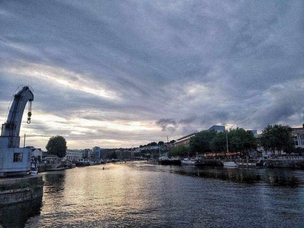 Il porto di Bristol visto all'ora del tramonto.