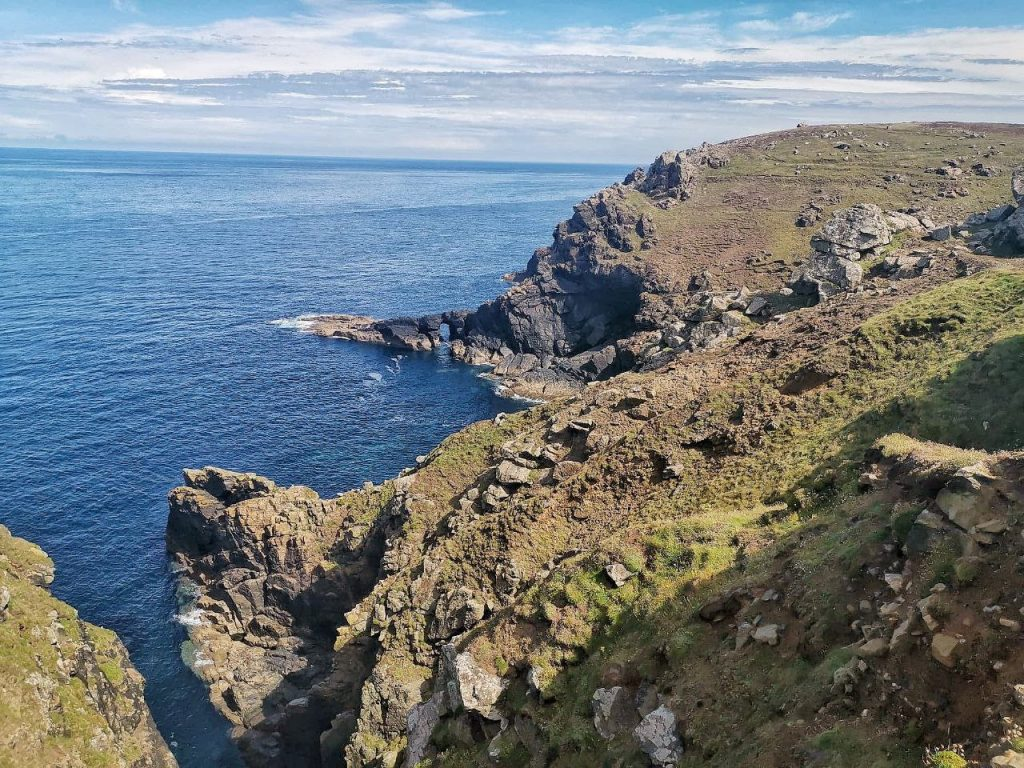 Vista dell'oceano dalle coste della Cornovaglia.