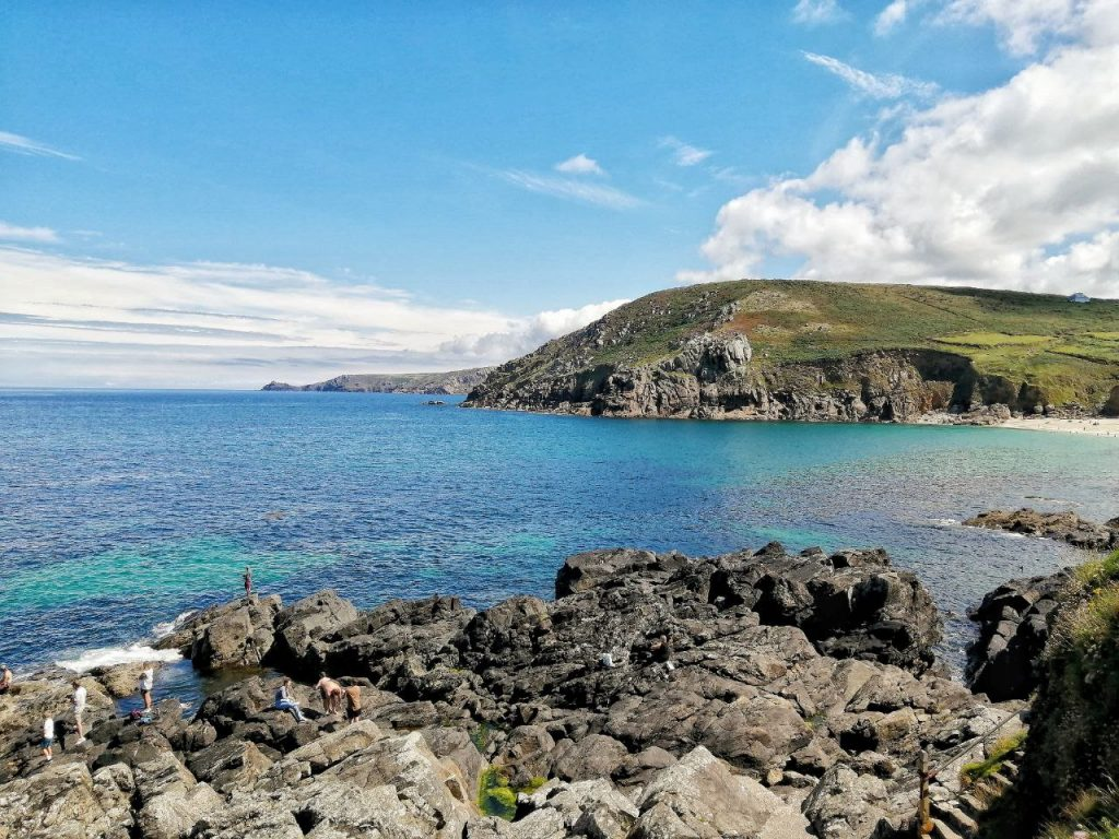 Il mare della Cornovaglia visto dagli scogli.