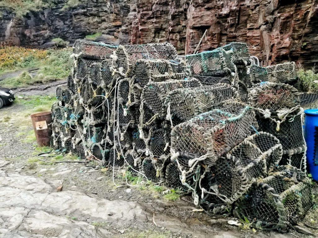 Gabbie per catturare i granchi sul porto di Boscastle in Cornovaglia.