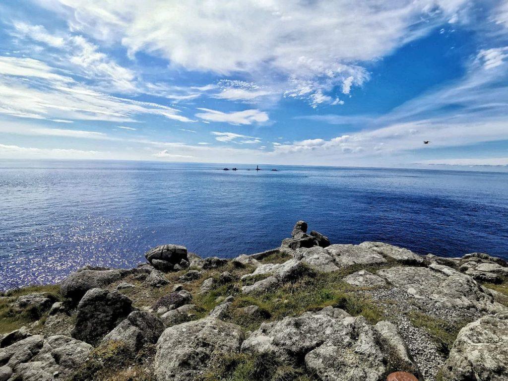 La vista dell'oceano dal Lizard Point, il punto piú a sud del Regno Unito.