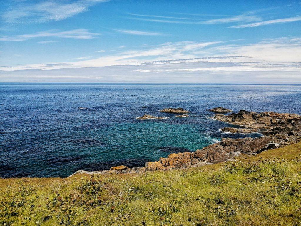 Vista dell'Oceano dalla costa della Cornovaglia.