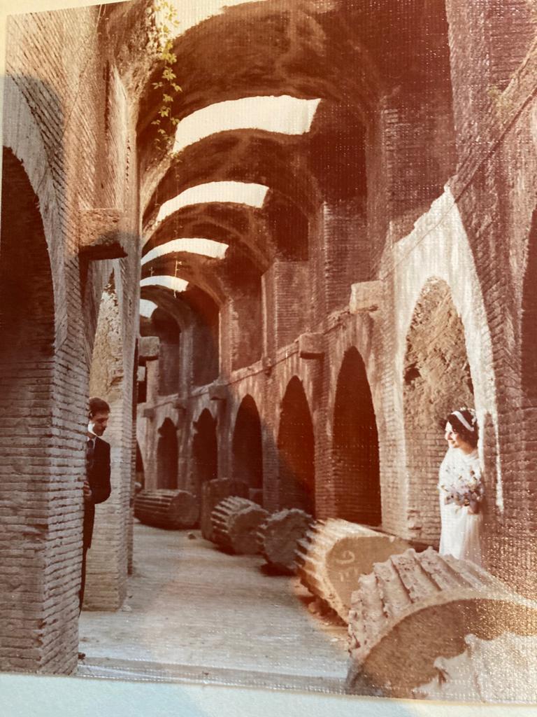 Due sposi all'interno dell'anfiteatro flavio di pozzuoli