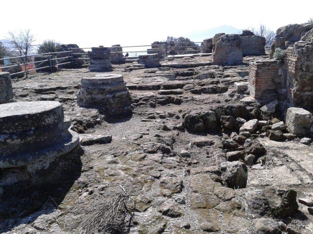 I resti dell'acropoli greca agli scavi di Cuma