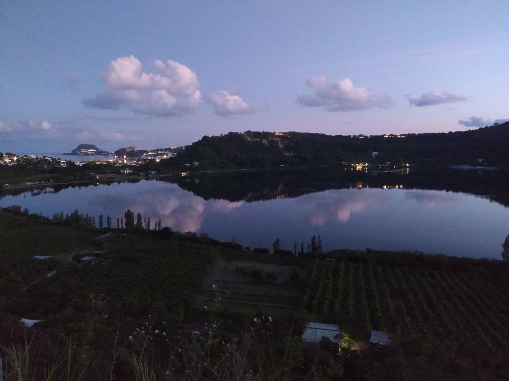 Il Lago d'Averno visto al tramonto.