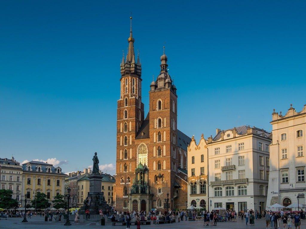 La piazza principale di Cracovia, Rynek Główny, vista al tramonto