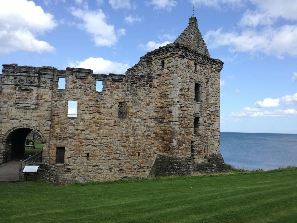 Vista dell'ingresso delle rovine del castello di Saint Andrews