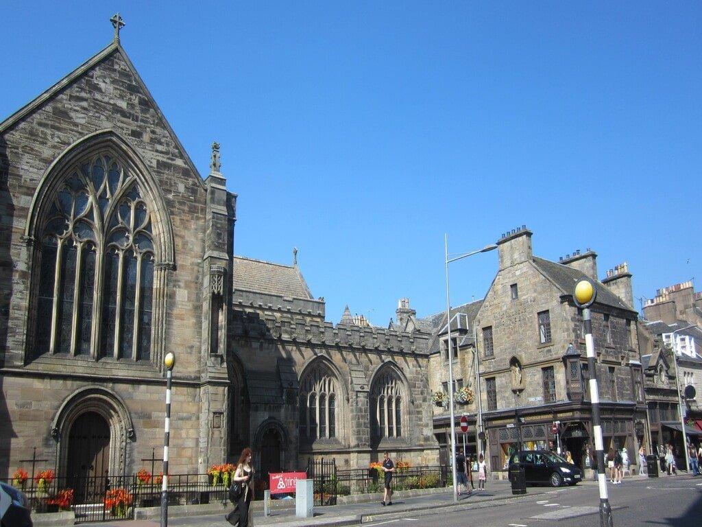 La facciata della chiesa Holy Trinity in South Street a Saint Andrews