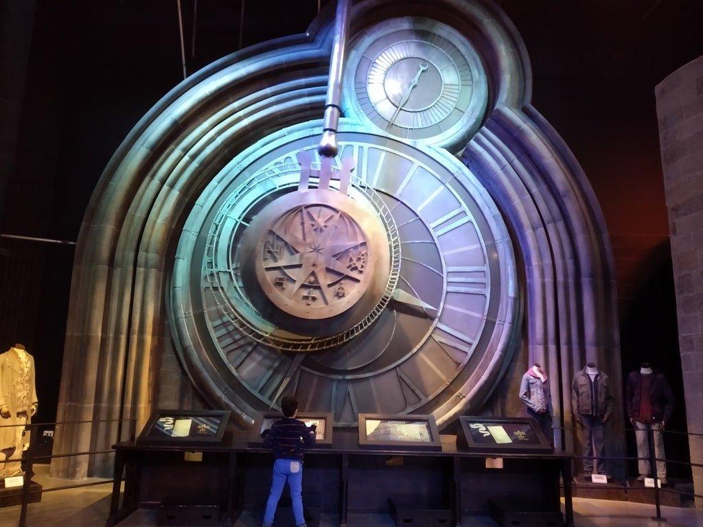 Il gigantesco orologio della torre di Hogwarts ai Warner Bros Studio Tour - The Making of Harry Potter a Londra