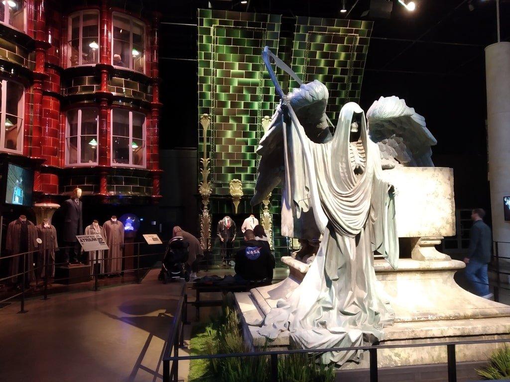 La statua di un mangiamorte e il Ministero della Magia ai Warner Bros Studio Tour - The Making of Harry Potter a Londra