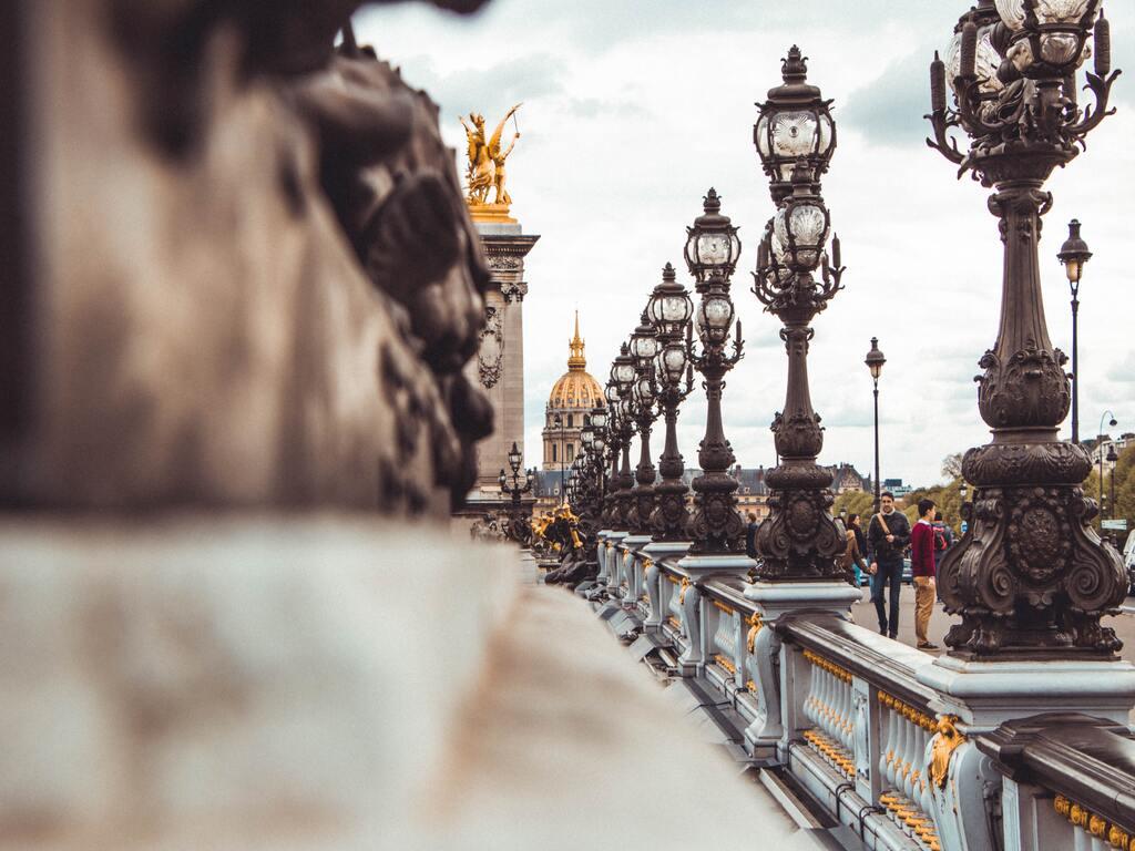 Vista laterale del Pont Neuf di Parigi