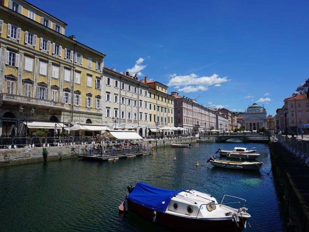 Vista del Canale dal ponte pedonale di Piazza Ponterosso.