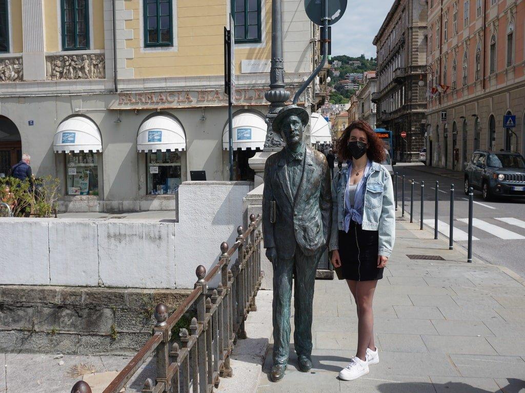 La statua di James Joyce su Piazza PonteRosso a Trieste.