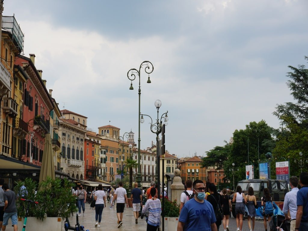 main place of verona with people and buildings