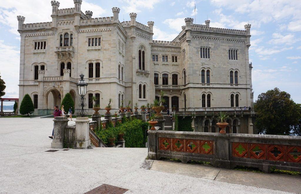 La facciata del Castello di Miramare a Trieste