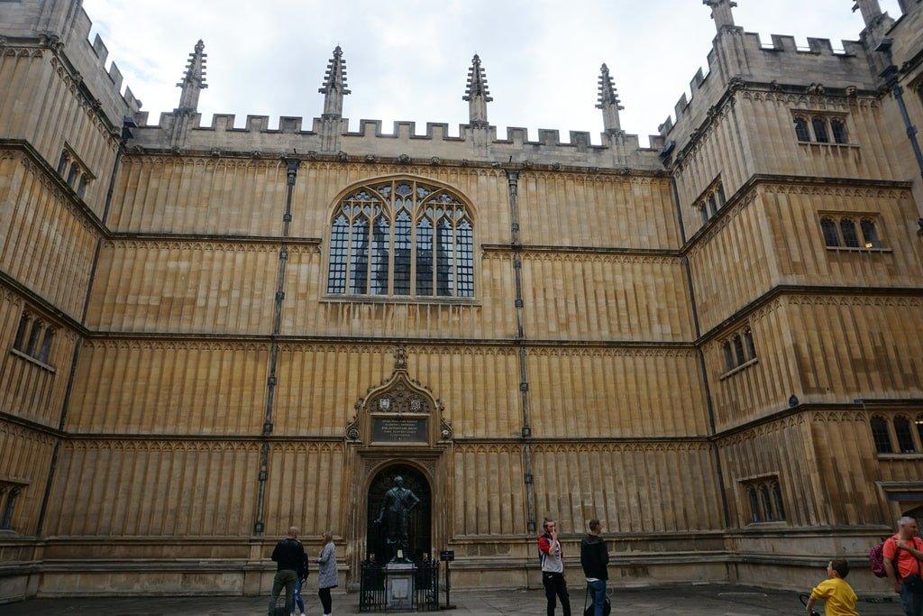 Il cortile interno della Bodleain Library a Oxford.