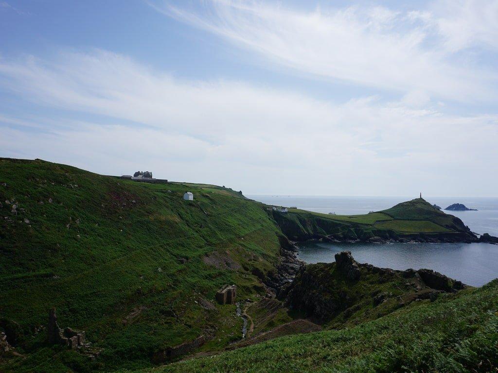 Colline e ruderi di vecchie miniere a Cape Cornwall.