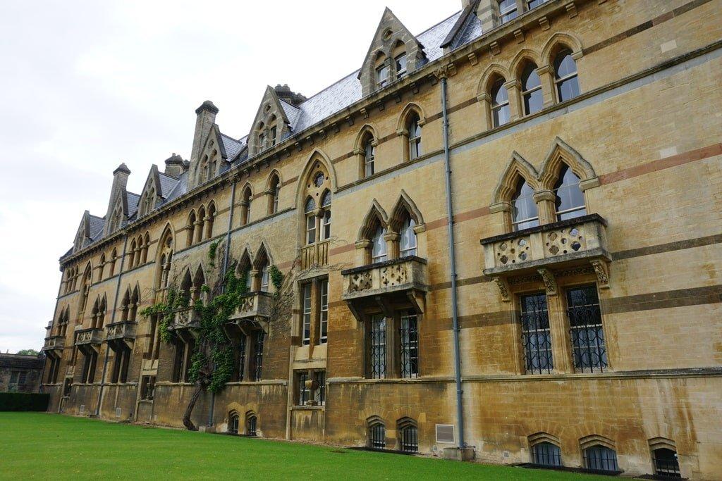 La facciata esterna del Christ Church College a Oxford.