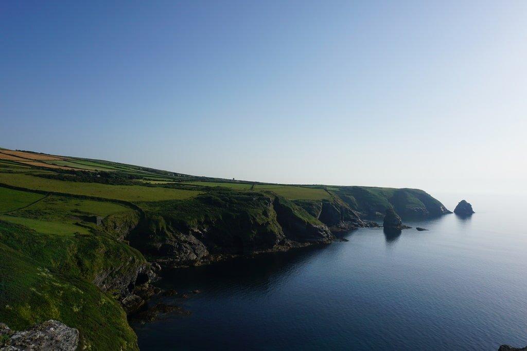Vista delle scogliere della Cornovaglia sull'Oceano Atlantico
