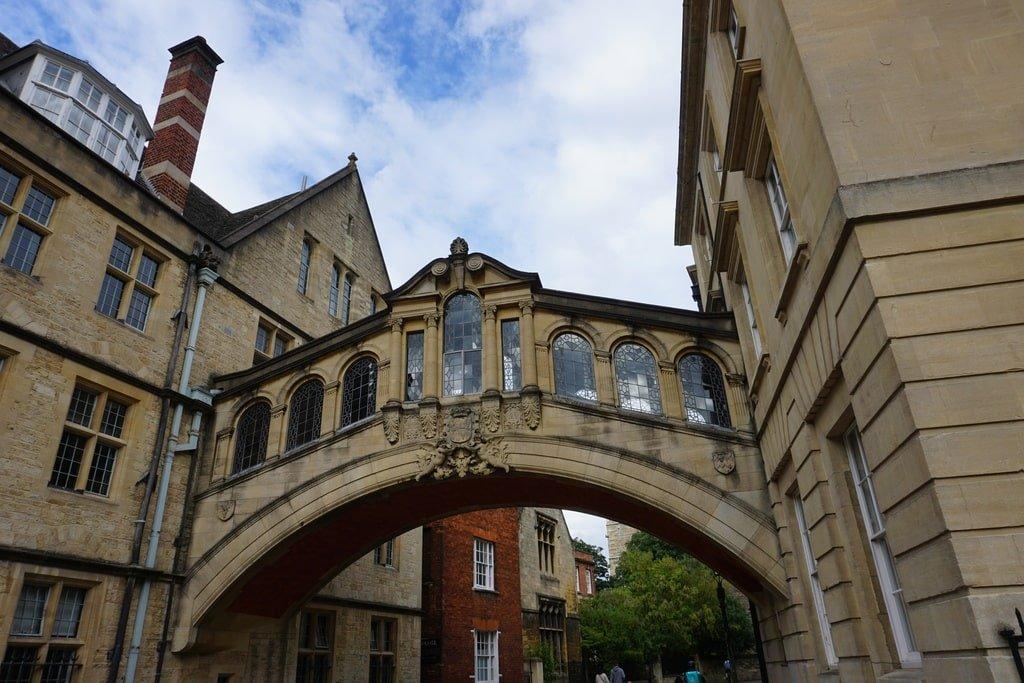 L'Hertfort Bridge di Oxford, il ponte sospeso tra i due palazzi di uno dei college.
