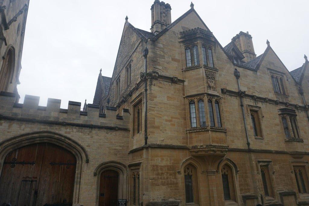 Una delle facciate del New College a Oxford.
