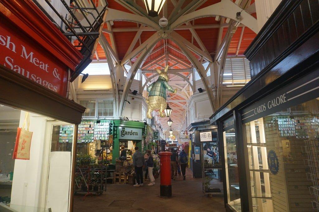Una delle molte stradine interne del Covered Market, il mercato coperto di Oxford con molti negozietti indripendenti.