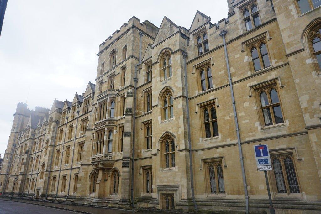 Il New College visto dall'esterno.