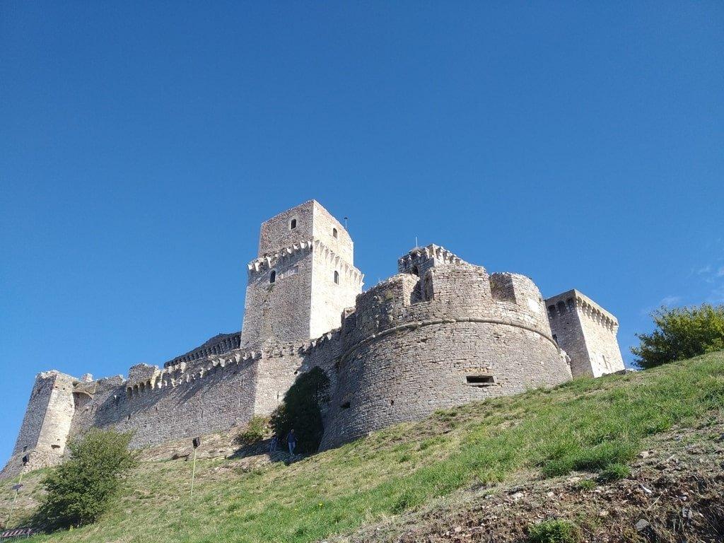 Le torri e le mura della Rocca Grande ad Assisi, Umbria.