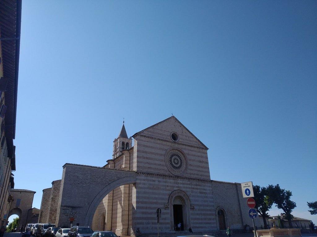 La Chiesa di Santa Chiara ad Assisi, Umbria.
